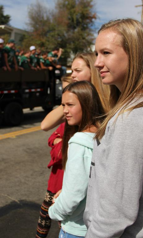 TMS Student Enjoy Homecoming Parade